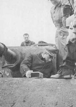 Альберт Шпеер на испытаниях танка «Пантера». 1943 г.