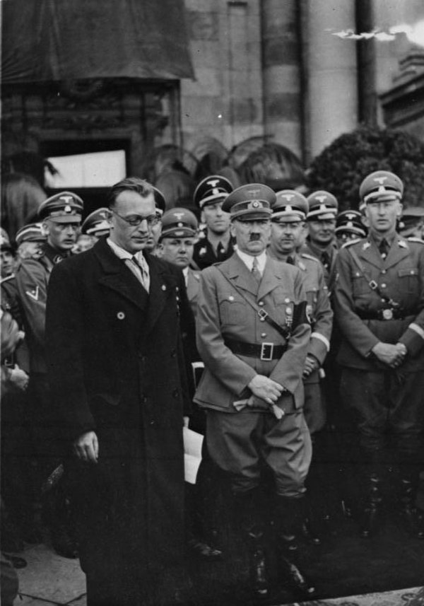 Сейс-Инкварт, Гитлер, Гиммлер и Гейдрих в Вене. Март 1938 г.