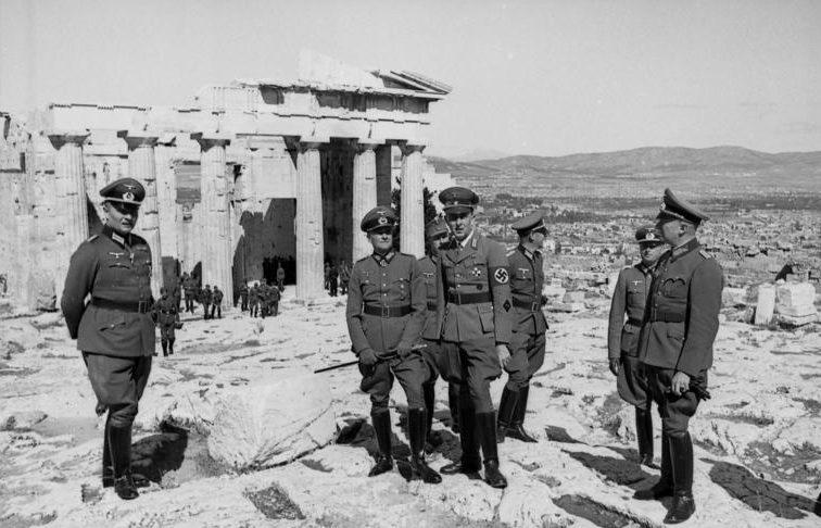 Вальтер Браухич на Акрополе. 1941 г.