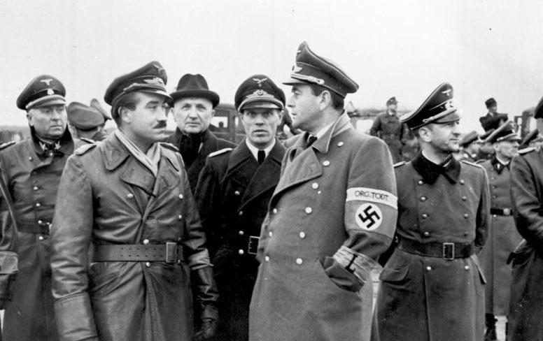 Альберт Шпеер и Адольф Галланд. 1943 г.