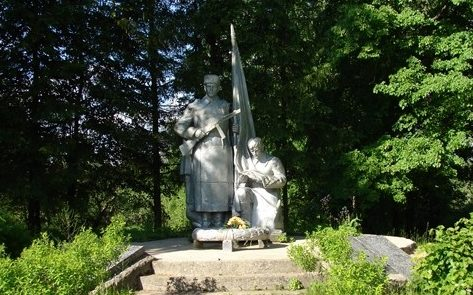 д. Александровка Чаусского р-на. Памятник на воинском захоронении.