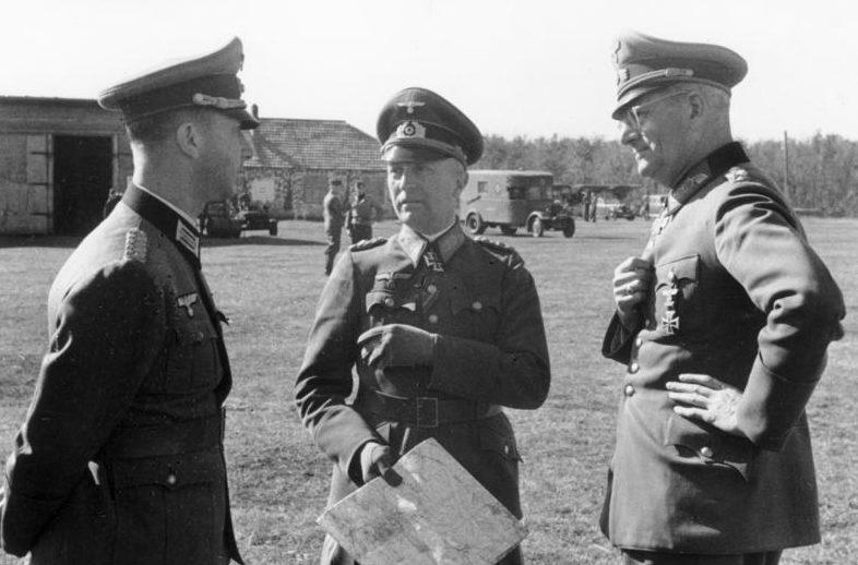 Максимилиан Вейхс и Ганс фон Грейфенберг. 1942 г.