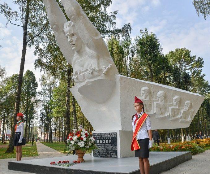 п. Круглое. Памятник подпольщикам, установленный на Алее Героев.