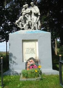 д. Збышин Кировского р-на. Памятник, установленный на братской могиле, в которой похоронено 286 советских воинов, в т.ч. 169 неизвестных, погибших в 1942 году.