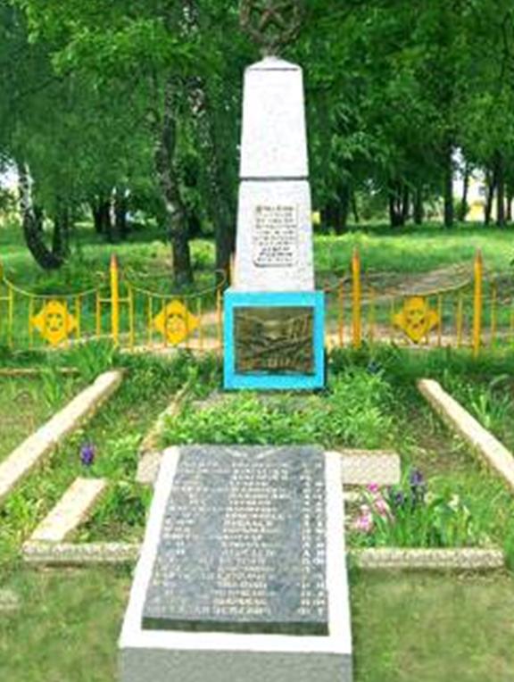 д. Колбча Кличевского р-на. Памятник установлен в 1958 году на братской могиле, в которой похоронено 33 советских воина и партизана, в т.ч. 11 неизвестных, погибших в годы войны.