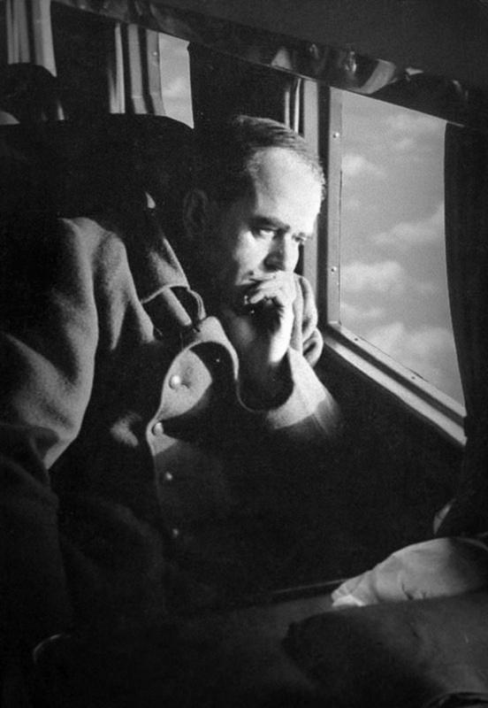 Альберт Шпеер в самолете во время инспекционной поездки. 1943 г.