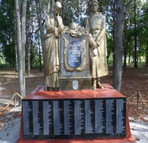 д. Колбча Кличевского р-на. Памятник был сооружен в 1985 году в честь погибших на войне односельчан.
