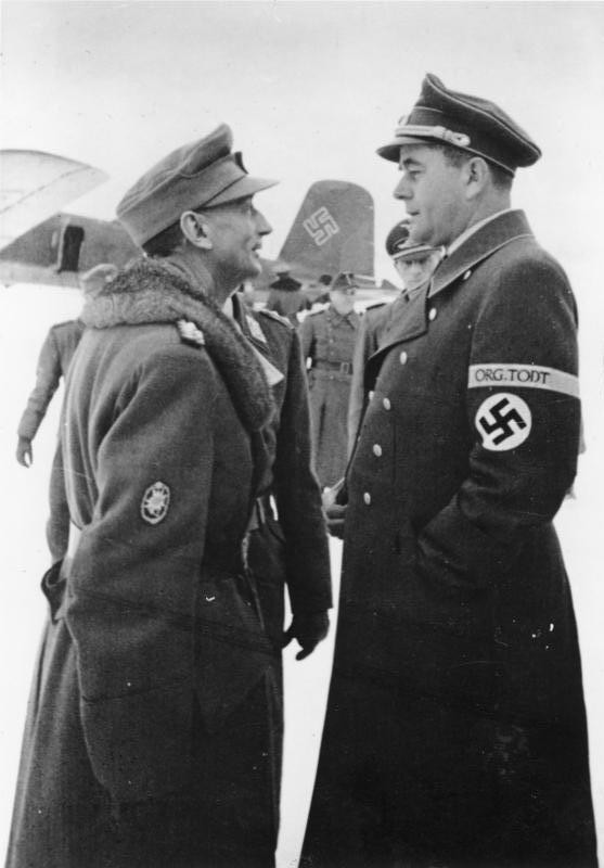 Альберт Шпеер и Эдуард Диетл в аэропорту Финляндии. 1944 г.