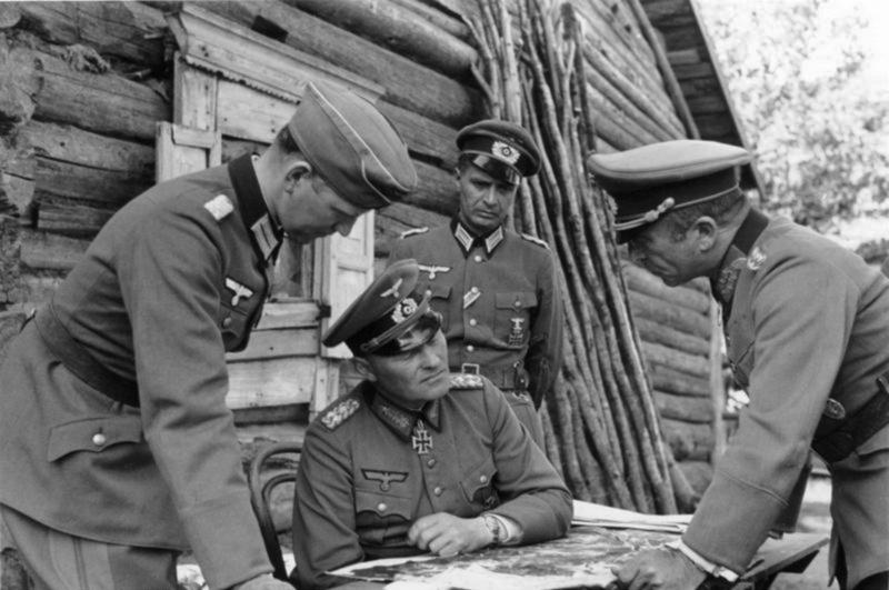 Эрих Гёпнер и генерал-майор Франц Ландграф. Окрестности Ленинграда. 1941 г.