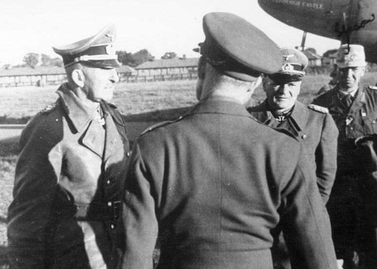 Ганс Юрген Арним на аэродроме в Северной Африке. 1943 г.