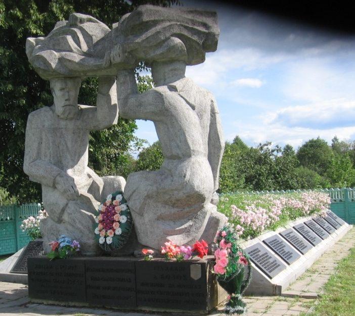 д. Бозок Осиповичского р-на. Мемориал «Родители» был построен в 1980 году на месте братской могилы, в которой похоронено 299 мирных жителей, воинов и партизан, в т.ч. 8 неизвестных, расстрелянных и сожженных 9 мая 1944 года.
