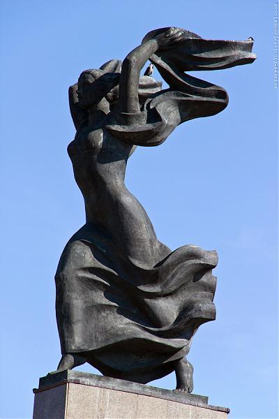 Скульптурный памятник «Победа».
