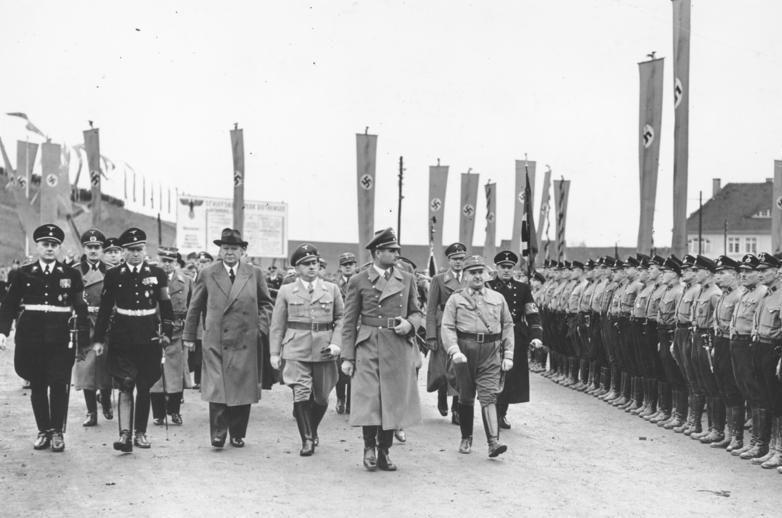 Генрих Дорпмюллер в свите Рудольфа Гесса. 1938 г.