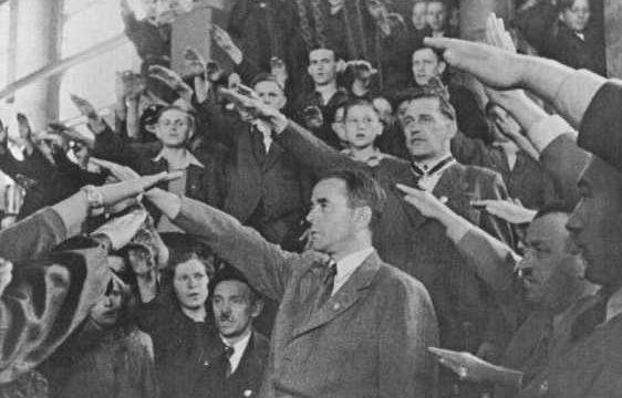 Альберт Шпеер на военном заводе. 1944 г.