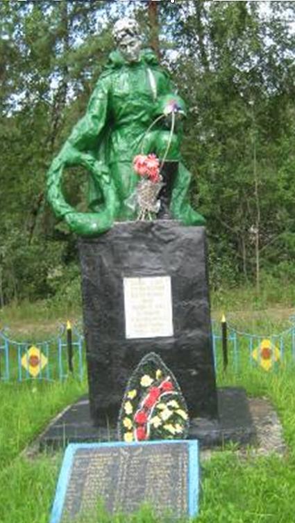 ст. Милое Кличевского р-на. Памятник установлен в 1968 году на братской могиле, в которой похоронено 67 советских воинов и партизан, в т.ч. 27 неизвестных, погибших в годы войны.