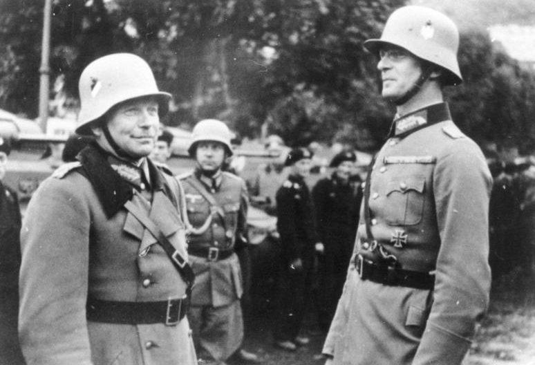 Гейнц Гудериан и Ганс Рейнхардт. 1938 г.