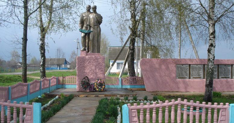 д. Удога Чериковского р-на. Памятник на братской могиле, в которой похоронено 86 советских воинов, погибших в 1943 году.