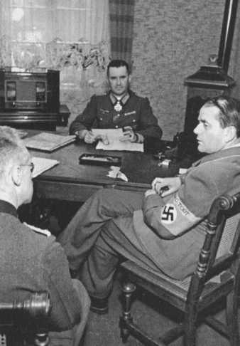 Альберт Шпеер и Густав Цанген на Западном фронте. 1944 г.