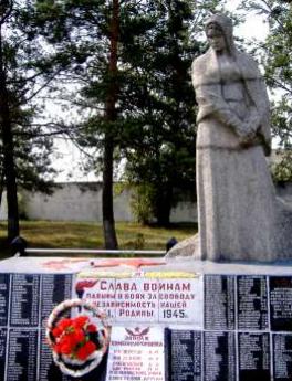 д. Клетное Глусского р-на. Памятник, установленный на братской могиле, в которой похоронено 16 советских воинов и партизан, в т.ч. 9 неизвестных, погибших в годы войны.