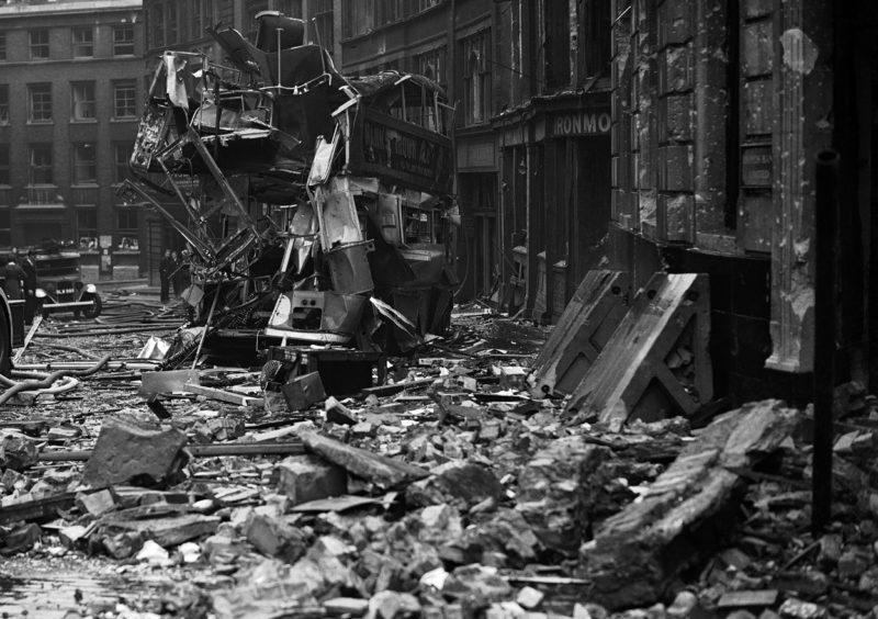Разбитый автобус. 10 сентября 1940 г.