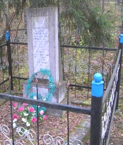 д. Пересопня Кличевского р-на. Памятник на кладбище установлен в 1981 году на братской могиле, в которой похоронено 8 советских воинов, погибших в 1944 году.