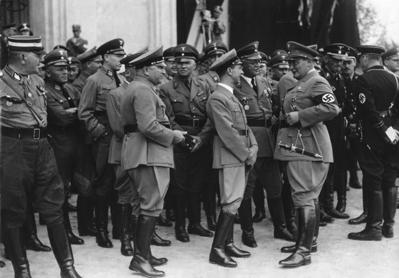 Франц Шварц в числе участников съезда НСДАП. 1936 г.