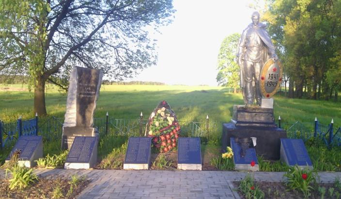 д. Селец Могилевского р-на. Братская могила, в которой похоронено 123 воинов, в т.ч. 80 неизвестных.