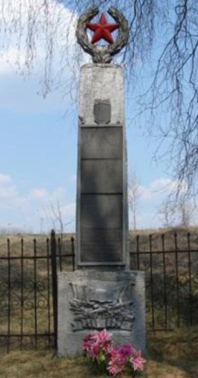 д. Б. Трилесин Белыничского р-на. Памятник, установленный на братской могиле, в которой похоронено 22 неизвестных воина, погибших в 1942 году.
