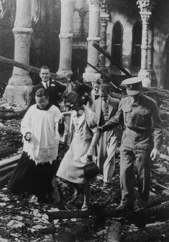 Венчание в разрушенной церкви. 14 сентября 1940 г.