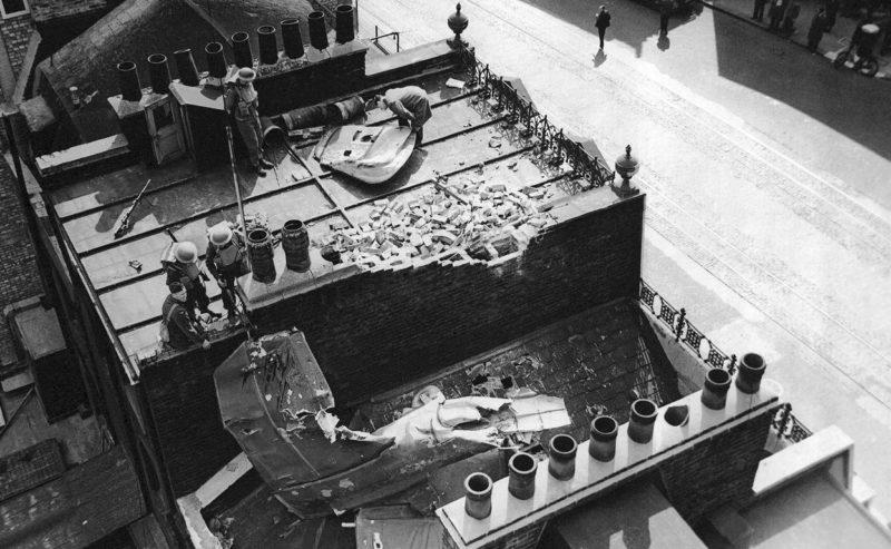 Остатки сбитого бомбардировщика «Do-17». 15 сентября 1940 г.