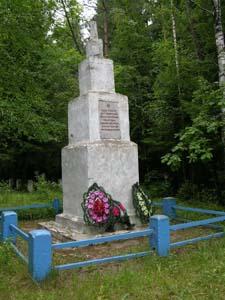 д. Поплавы Кличевского р-на. Памятник на месте расстрела евреев.
