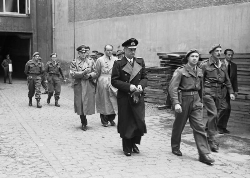 Альберт Шпеер, Карл Дениц и Альфред Йодль в заключении. 1945 г.