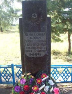 д. Симоновичи Глусского р-на. Памятник, установленный на братской могиле в 1964 году, в которой похоронено 175 воинов, в т.ч. 170 неизвестных, погибших в 1943-1944 годах.