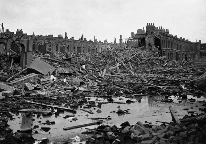 Разрушения в районе Докленда. 17 сентября 1940 г.
