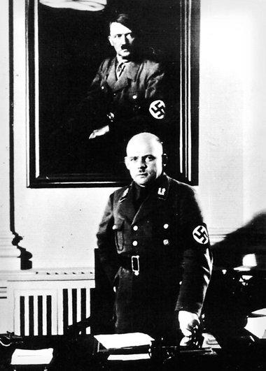 Фриц Заукель в своем кабинете. 1935 г.