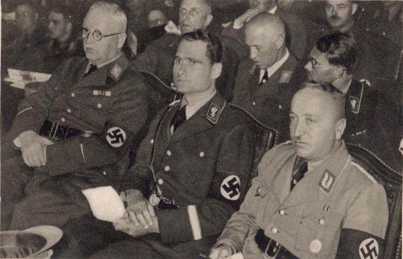 Франц Шварц, Йозеф Геббельс и Роберт Лей. 1940 г.