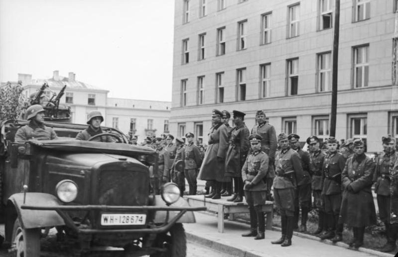 Гейнц Гудериан во время советско-немецкого парада. Брест-Литовск. 1939 г.