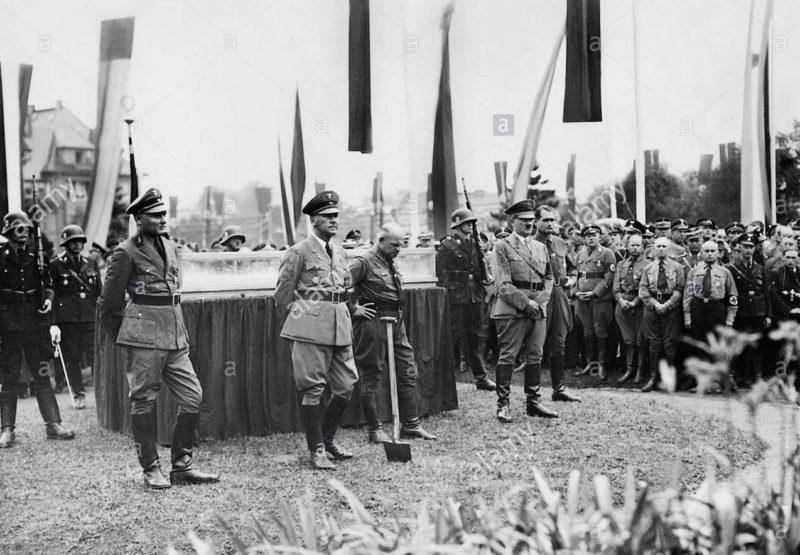 Фриц Заукель на партийном съезде в свите Гитлера. 1936 г.