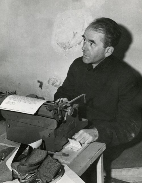Альберт Шпеер в камере. Нюрнберг. 1945 г.