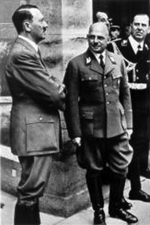 Фриц Заукель и Адольф Гитлер. 1942 г.