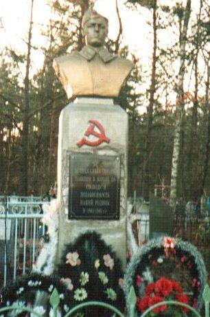 п. Елизово Осиповичского р-на. Памятник на кладбище был установлен в 1967 году на братской могиле, в которой похоронено 4 неизвестных воинов, погибших в годы войны.