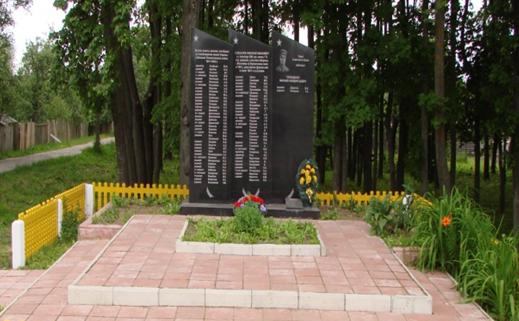 д. Сухари Могилевского р-на. Братская могила, в которой похоронено 114 воинов, в т.ч. 10 неизвестных.