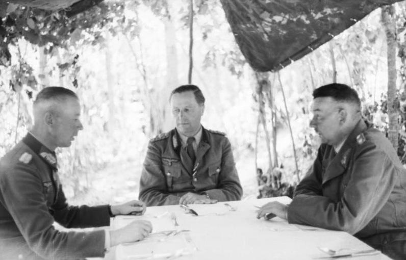 Брейт Герман проводит совещание. 1943 г.