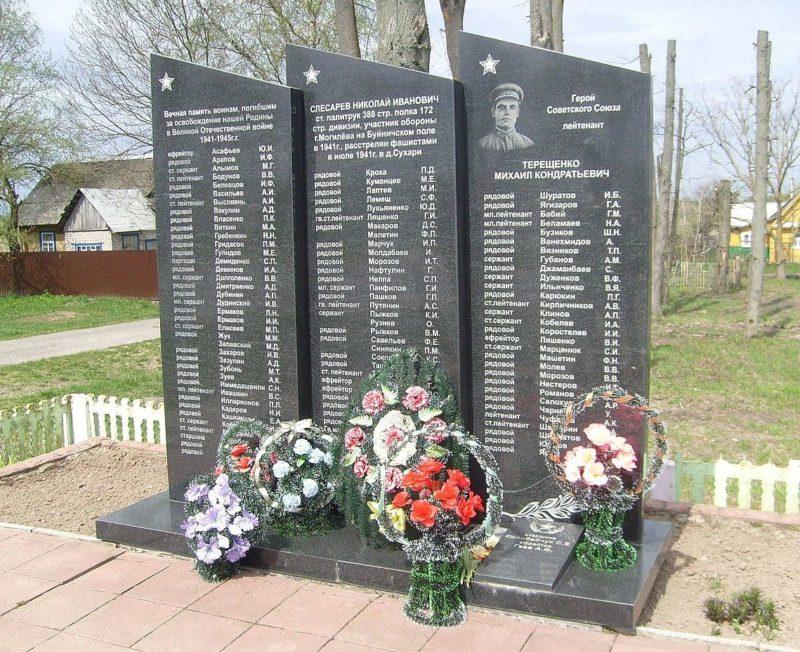 д. Сухари Могилевского р-на. Памятник землякам, погибшим в годы войны.
