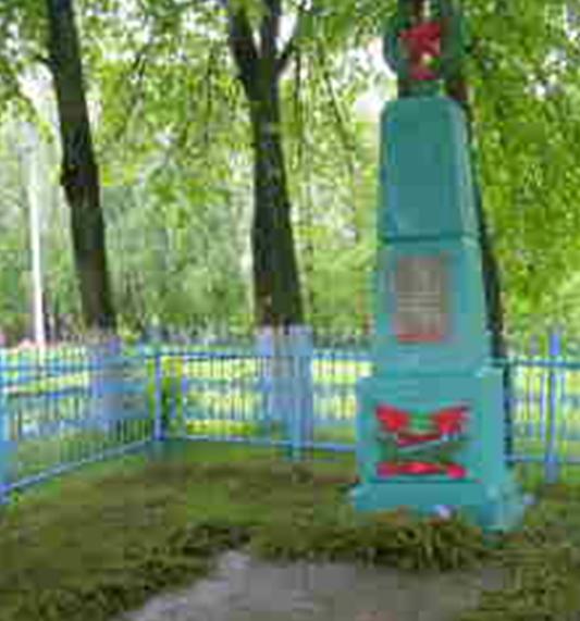 д. Городище Шкловского р-на. Памятник, установленный на братской могиле в 1959 году, в которой похоронено 47 советских воинов, в т.ч. 32 неизвестных, погибших в годы войны.