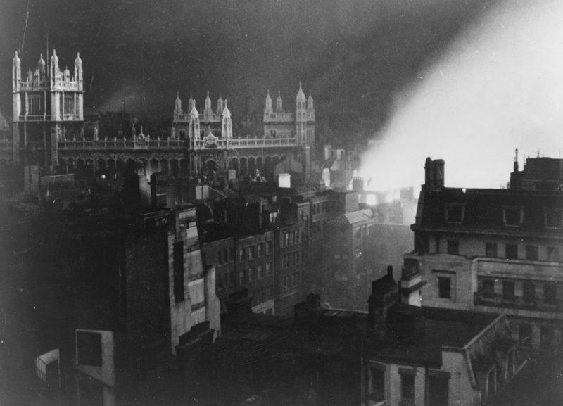 Бюро публичных записей в огне. 1940 г.