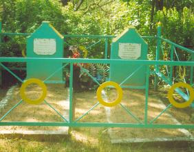д. Пархимковичи Кировского р-на. Памятник, установленный на братской могиле, в которой похоронено 26 советских воинов, в т.ч. 10 неизвестных, погибших в годы войны.
