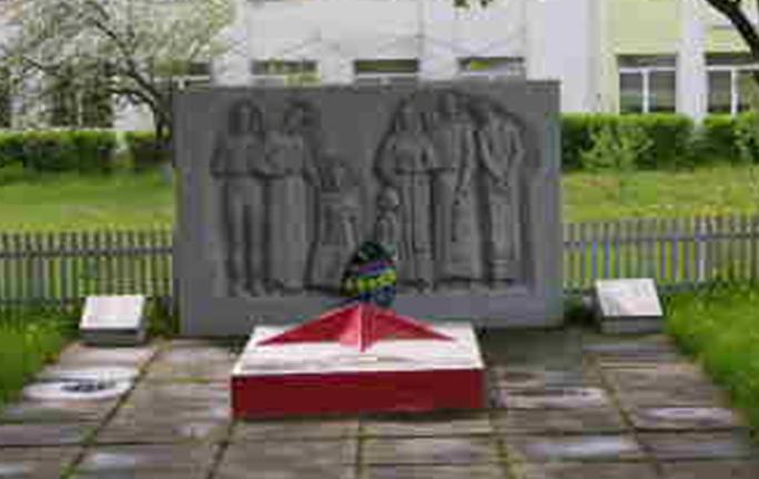 д. Забродье Шкловского р-на. Братская могила воинов, погибших в годы в войны.