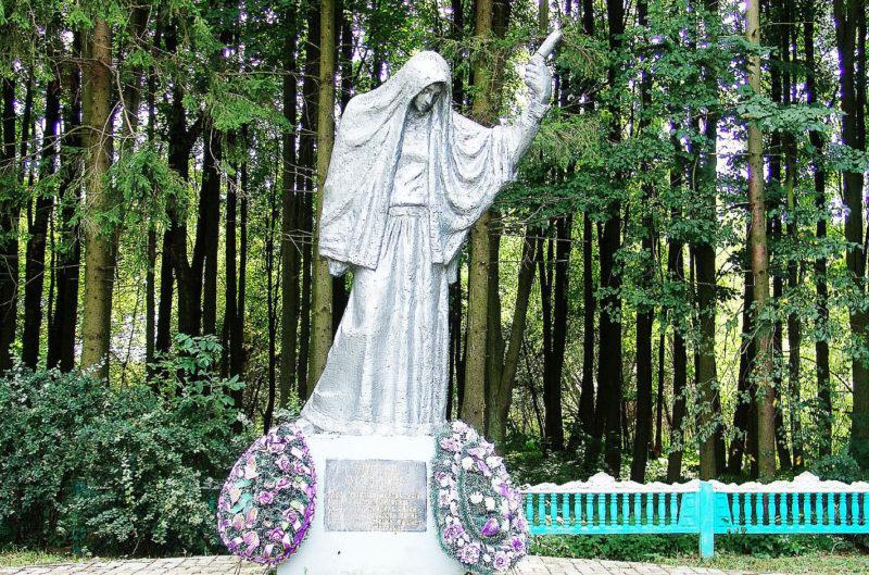 г. Горки, урочище Белый ручей. Памятник на месте расстрела 2 тысяч евреев.
