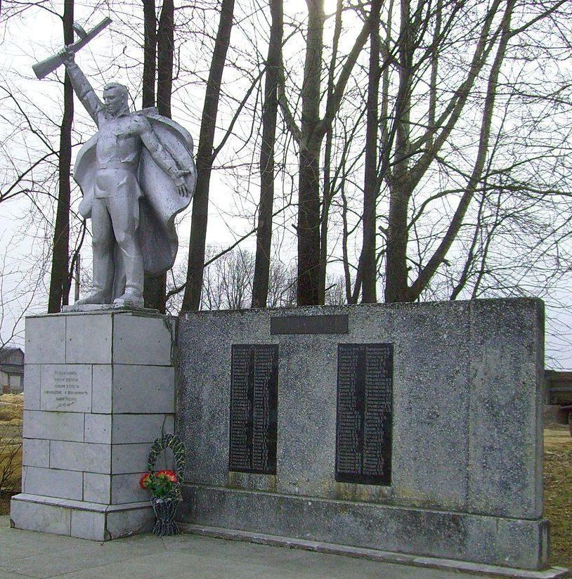 д. Заходы. Шкловского р-на. Братская могила воинов, погибших в годы в войны.